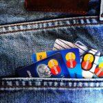海外旅行でクレジットカードを使う魅力とリスク